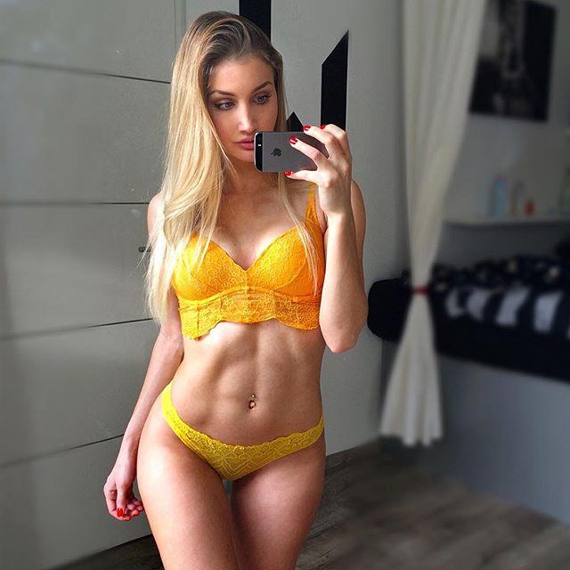 Fitness Model JULIA BÄSSLER