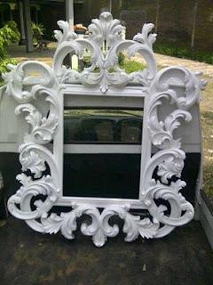 cermin kotak cat putih