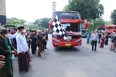 Wagub Chusnunia Lepas 1150 Santri dan Santriwati Menuju Pondok Pesantren Lirboyo