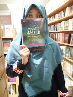 Dari ngeblog, saya bisa nulis di koran sampai nulis buku dan beredar di Gramedia Seluruh Indonesia.
