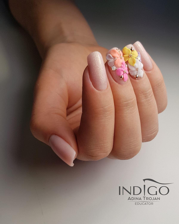 kwiaty na paznokciach hybrydowych
