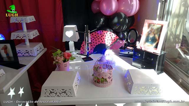 Decoração Paris para festa feminina de aniversário em mesa provençal