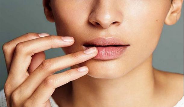 8 Tips Menghilangkan bibir hitam