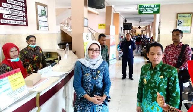 Bupati dan Wakil Bupati saat sidak di RSUD dr. Haryoto