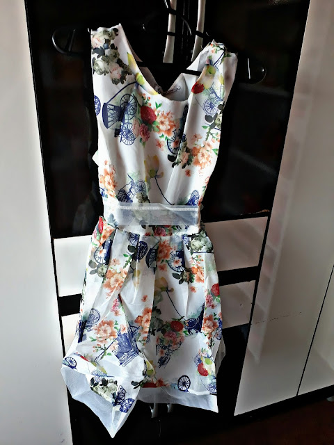 https://www.zaful.com/sleeveless-floral-print-belted-dress-p_287099.html?lkid=21130