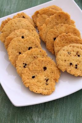 http://www.spiceupthecurry.com/mathri-recipe/?utm_source=MadMimi&utm_medium=email&utm_content=New+recipes+on+Spice+up+the+curry&utm_campaign=20151104_m128103575_New+recipes+on+Spice+up+the+curry&utm_term=Mathri+recipe+_7C+How+to+make+mathri+_7C+Punjabi+mathri+recipe