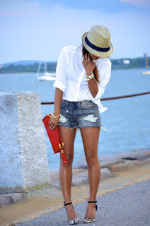 phối đồ đơn giản mà đẹp cho nữ phối quần short với áo sơ mi trắng