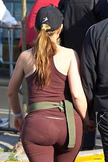amateur-woman-yoga pants