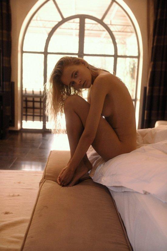 Yana Nahorniak modelo ucraniana loira blasé nudez artística Jörg Billwitz fotografia