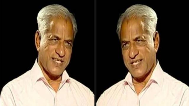 कर्नाटक: तर्कवादी लेखक के.एस.  भागवान ने इंक आउटसाइड कोर्ट के साथ हमला किया ।
