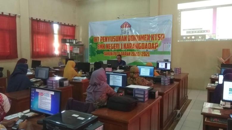 IHT Penyusunan Dokumen KTSP SMK N 1 Karangdadap Tahun Pelajaran 2020/2021