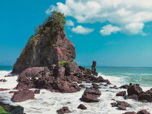 5 Pantai Bak Surga Yang Ada Di Kabupaten Kebumen
