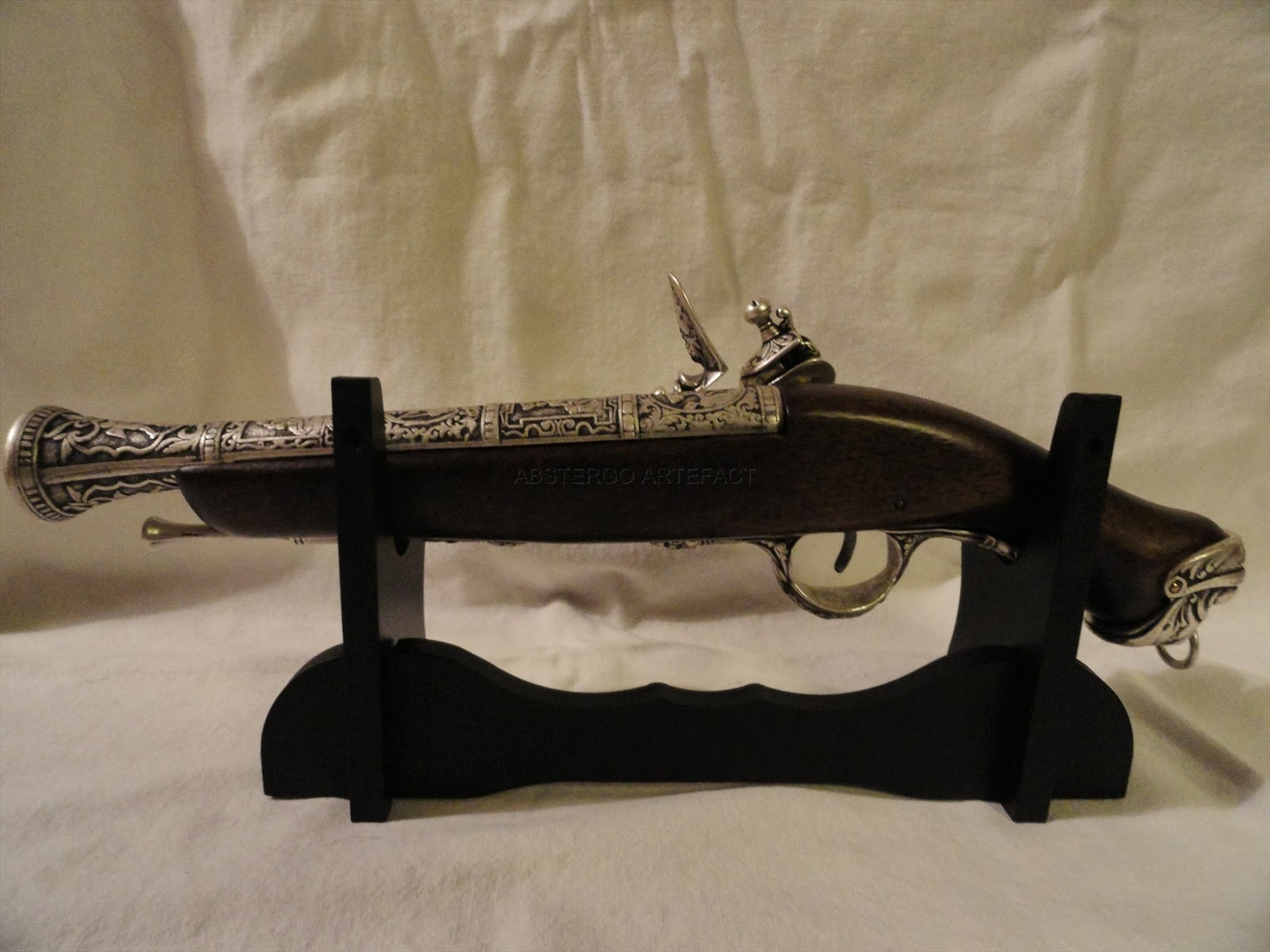 Artefact Decoration Abstergo Artefact Ac4 Pistol Gun With Decorated Barrel