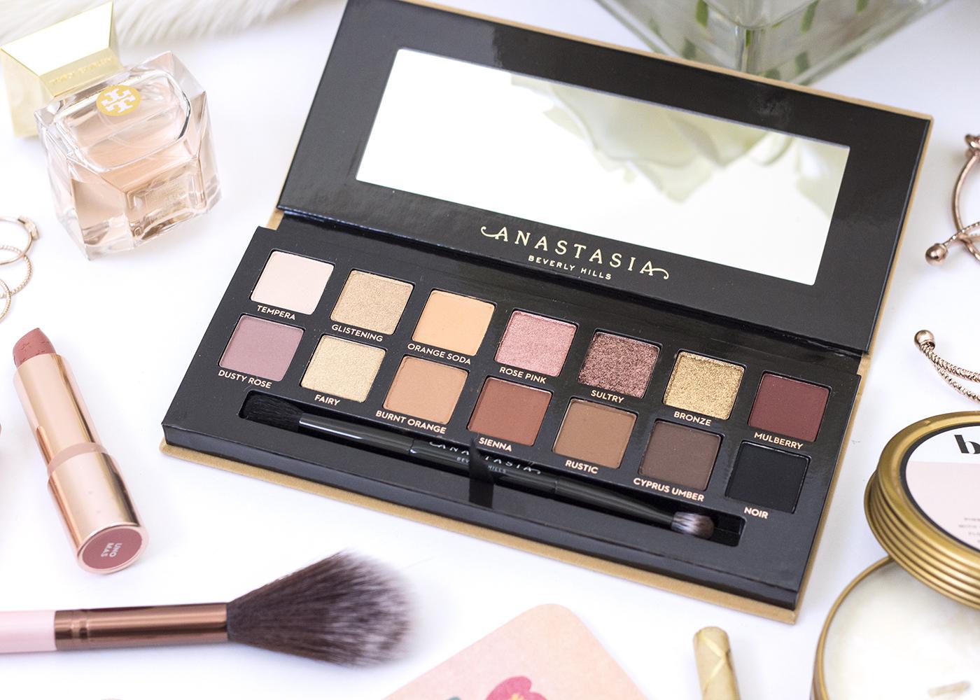 Anastasia Beverly Hills Soft Glam Palette Interior Packaging