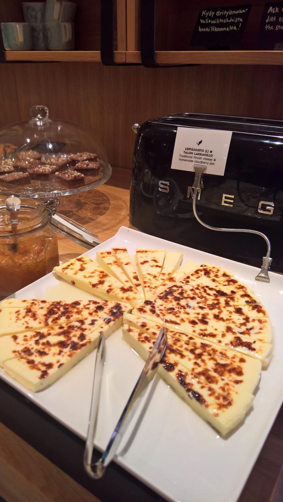 Hotelli Verso suomalainen aamiainen jyväskylä mallaspulla leipäjuusto