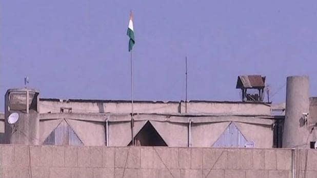 जम्मू-कश्मीर की सरकारी इमारतों पर तिरंगा लहरना शुरू - newsonfloor.com