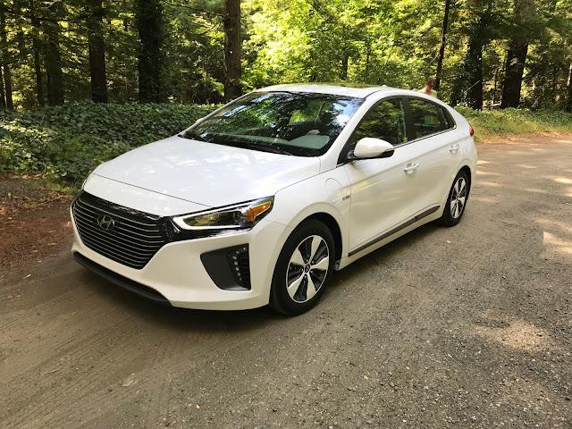 Front 3/4 view of 2019 Hyundai Ioniq