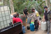 Baksos Kepada Warga, Bhabinkamtibmas Polsek Ajibarang Berikan Bantuan Air Bersih