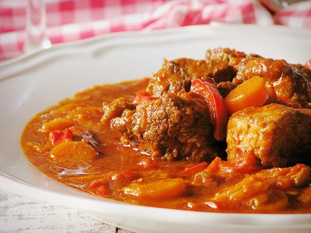 recette de goulash hongrois, gulyas, et galettes de pommes de terre