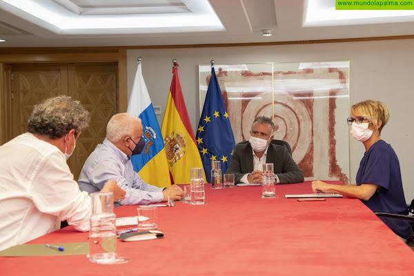 El presidente de Canarias y los líderes de CCOO y UGT en Canarias han abordado el reparto de los 1.144 millones de ayudas estatales para empresas, pymes y autónomos