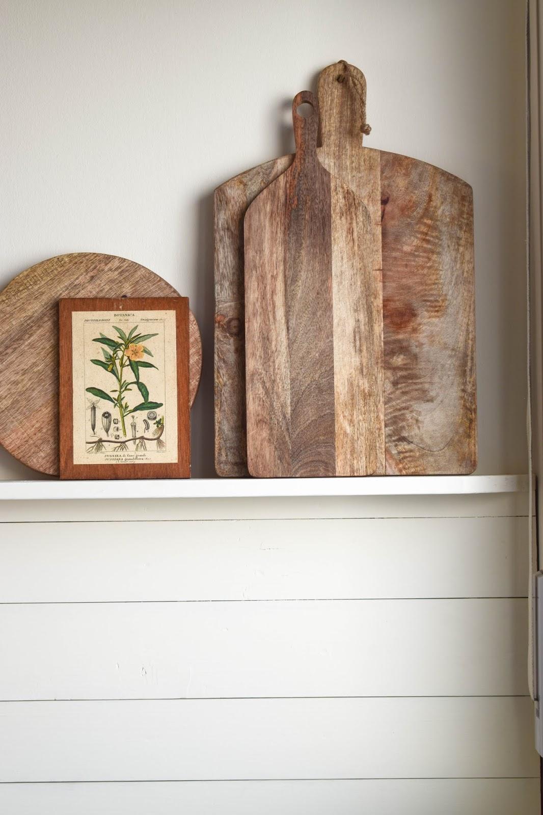 DIY Wandverkleidung Holz selbermachen Holzvertäfelung Holzverkleidung Wandegal Renovierung Küche Landhaus Country Kitchen Regal