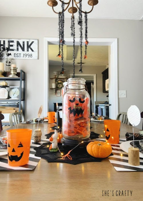 Halloween Table Decorations - Halloween jack o lantern jars