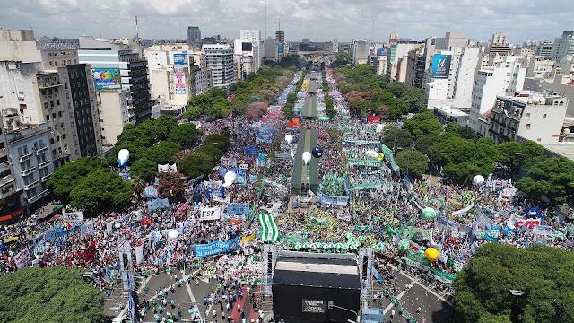 Si los dirigentes entienden la marcha de hoy, el macrismo tiene fecha de vencimiento: la unidad popular es invencible