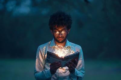 kegiatan literasi membaca buku offline