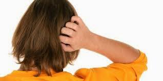 cara mengatasi kulit kepala berkerak secara alami