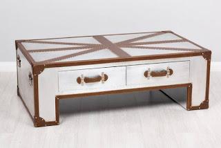 mesa de centro decorada con poli piel