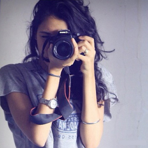 Stylish Girls DP with DSLR