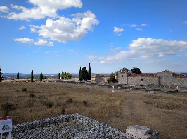 Foro romano de Clunia visto desde los restos del Templo de Jupiter