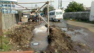 पानी की बर्बादी, बार-बार पानी की पाईप लाइन फूट रही