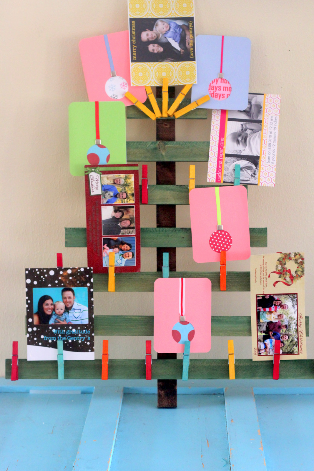 Dyed wooden clothespins and a christmas card display - Christmas card display ideas ...