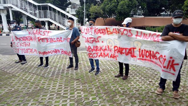 Massa Gelar Aksi di Depan Gedung KPK, Tuntut Gibran Diperiksa terkait Korupsi Bansos