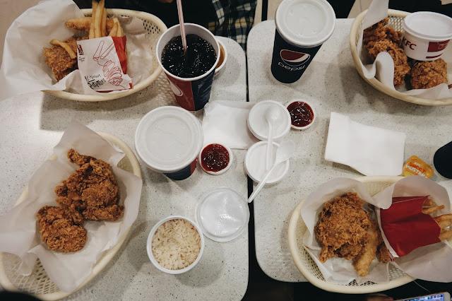 Makan Malam di KFC Changi Airport