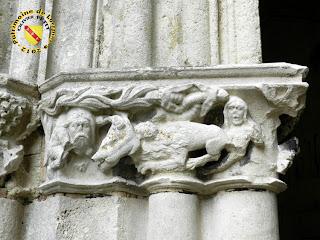 Toul - Cathédrale Saint-Etienne : cloître avec personnages et lion