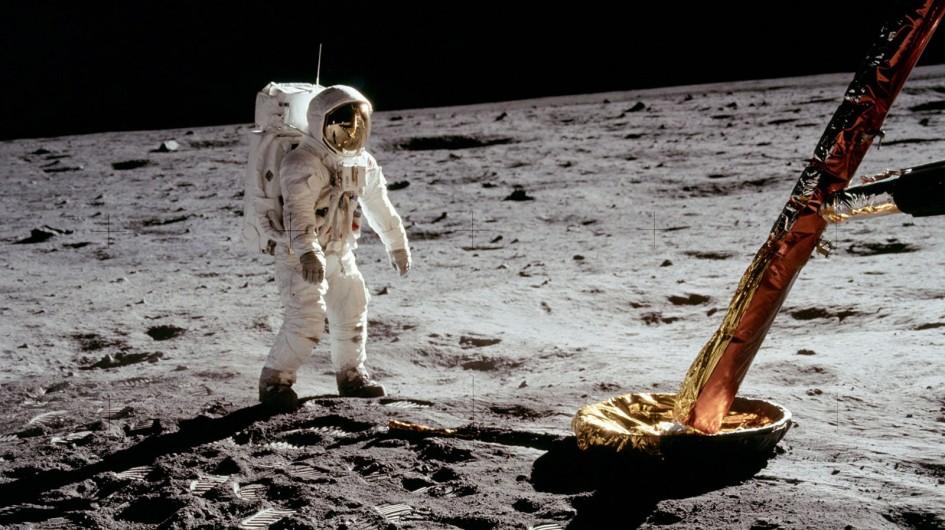 Chinh Phục Mặt Trăng
