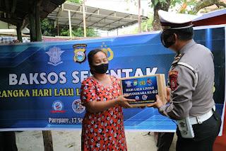 Gelar Baksos Peringati HUT Lantas ke 65, Satlantas Polres Parepare Bagikan Paket Sembako dan Ratusan Masker