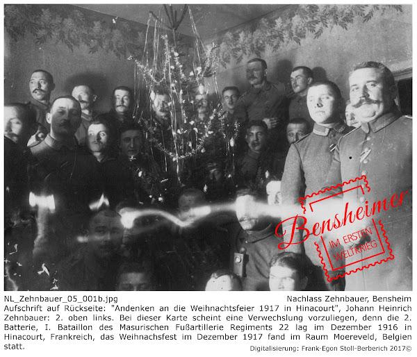 """NL_Zehnbauer_05_001b.jpg, Nachlass Zehnbauer, Bensheim; Aufschrift auf Rückseite: """"Andenken an die Weihnachtsfeier 1917 in Hinacourt"""", Johann Heinrich Zehnbauer: 2. oben links. Bei dieser Karte scheint eine Verwechslung vorzuliegen, denn die 2. Batterie, I. Bataillon des Masurischen Fußartillerie Regiments 22 lag im Dezember 1916 in Hinacourt, Frankreich, das Weihnachsfest im Dezember 1917 fand im Raum Moereveld, Belgien statt; digitalisiert: Frank-Egon Stoll-Berberich ©"""