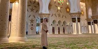 """بالصور وبعد زيارة راموس لمسجد الشيخ زايد بالإمارات """" دينكم يحترم"""""""