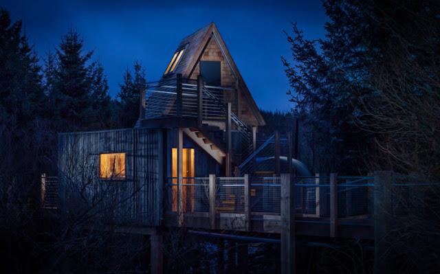 شاهد صور 29 منزل فوق الأشجار سيعجبك أن تعيش بها  Top-29-Treehouses-The-Sky-Den-Photo-by-James-Abbott-Donnelly-740x461