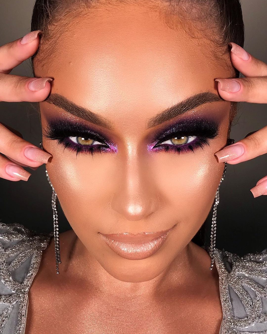 Maquiagem neon lilás