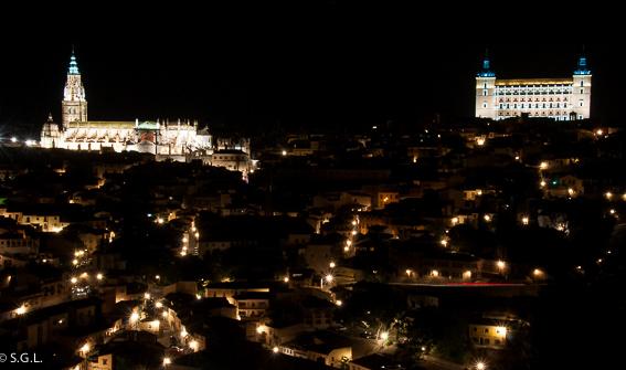Toledo de noche en con N de Nocturna en el proyecto de Miss Lavanda