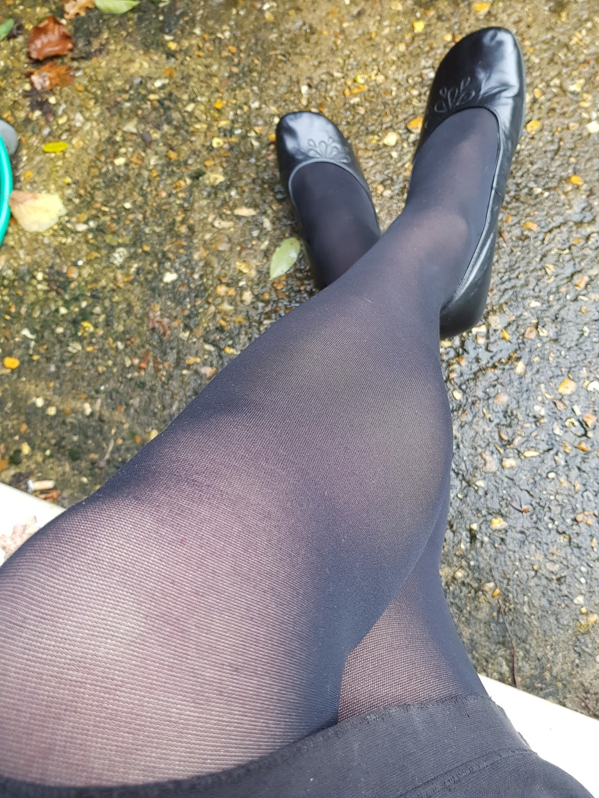 Opaque pantyhose reinforced toe