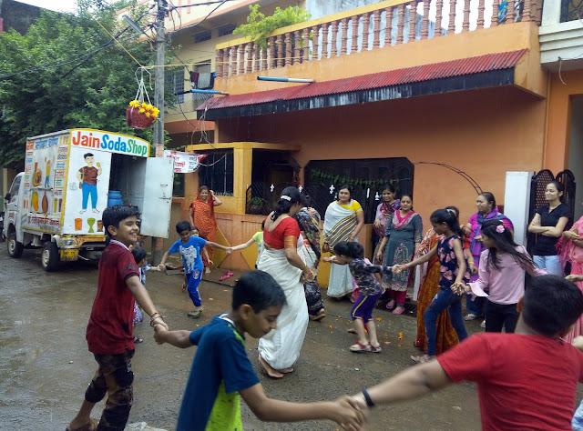 बासौदा मटकी फोड़ प्रतियोगिता