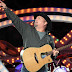 Garth Brooks offers to pay for newly-engaged couple's Hawaii honeymoon