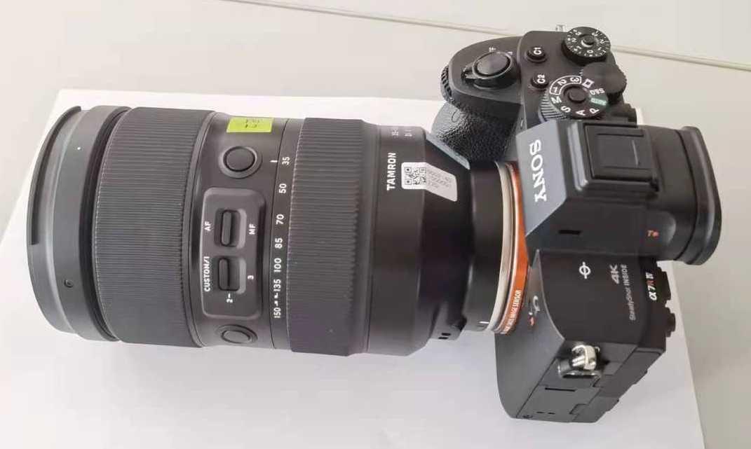 Объектив Tamron 35-150mm f/2.0-2.8 Di III VXD с камерой Sony
