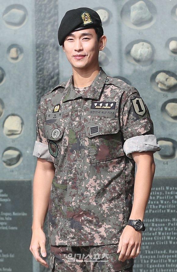 Kim Soo Hyun'un Key East'ten ayrılıp kuzeniyle çalışacağı tahmin ediliyor