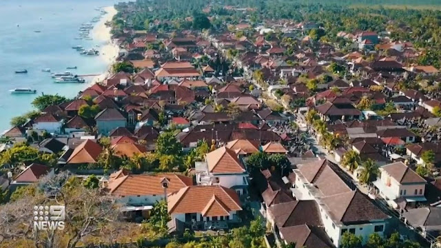 Coronavirus: Thousands of Australians in Bali travel limbo as Indonesia changes emergency visa conditions